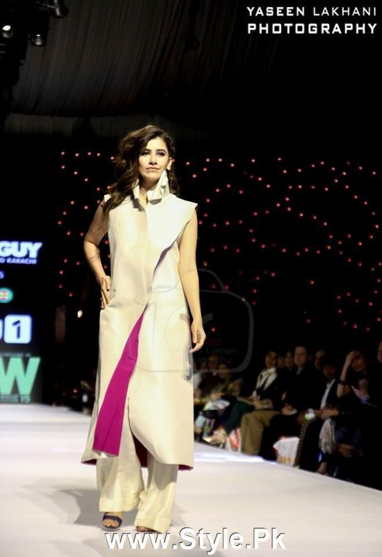 Classy Looks of Pakistani Models on FPW15 Day 1 (14)