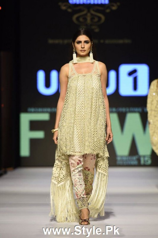 Classy Looks of Pakistani Models on FPW15 Day 1 (17)