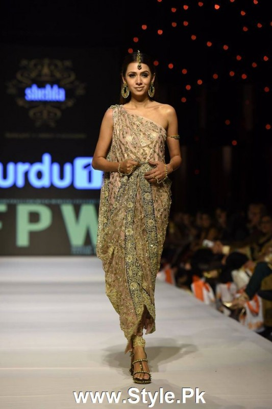 Classy Looks of Pakistani Models on FPW15 Day 1 (3)