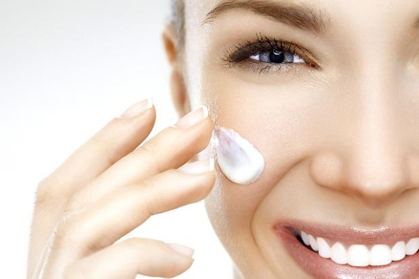 How to avoid dry skin in winters (3)