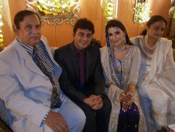 Naveen Waqar divorced