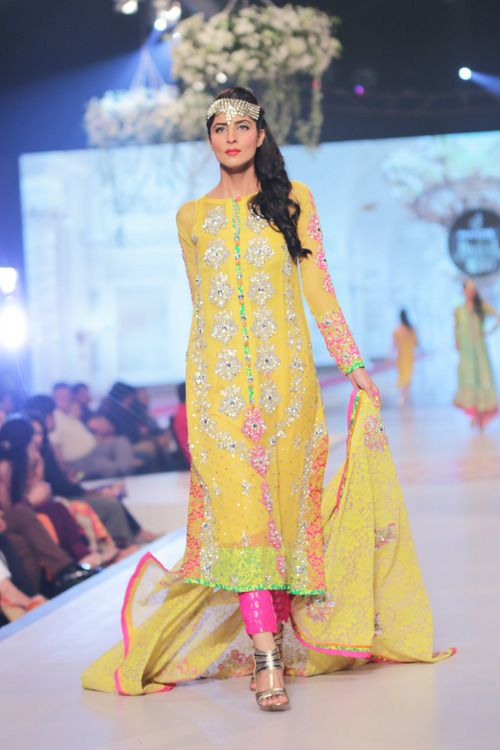 Pakistani mehndi dresses - tilla
