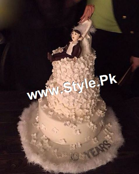 Pictures of 10th Aniversary of Fawad Khan ad his wife (2)