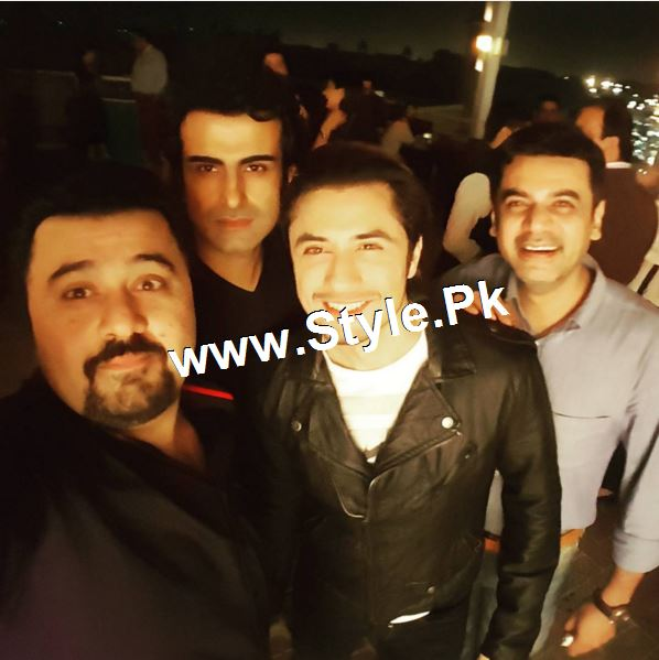 Pictures of 10th Aniversary of Fawad Khan ad his wife (3)