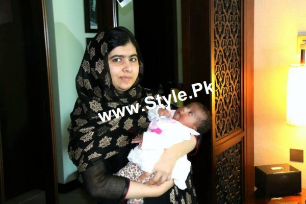 Pictures of Veena Malik's and Malala's family in Dubai (2)