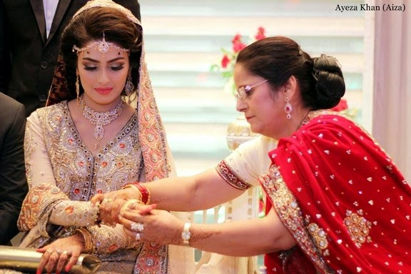 ayeza khan mother