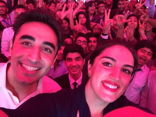 Selfies Of Famous Pakistani Politicians