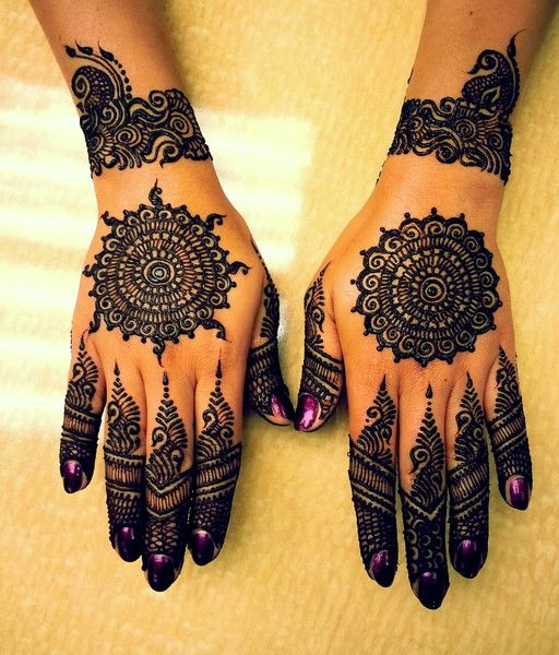 indian mehndi design.back kahnd