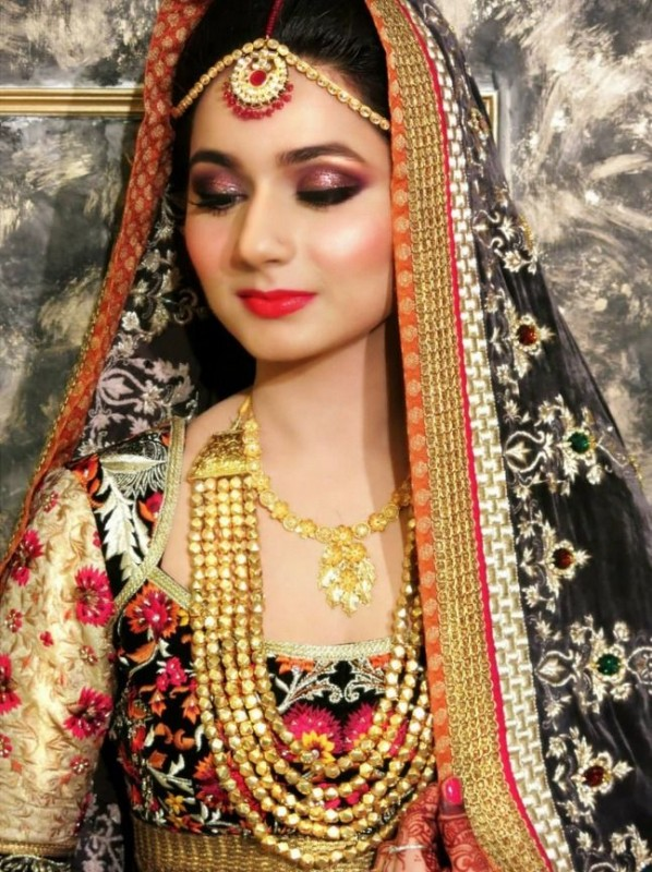 Gold pakistani bridal jewelry sets