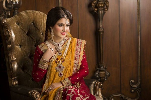 See Ayeza Khan's photoshoot for Afzal Jewellers