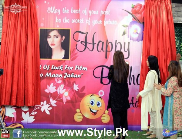 Mahira Khan celebrated her advance birthday in The morning Show (3)