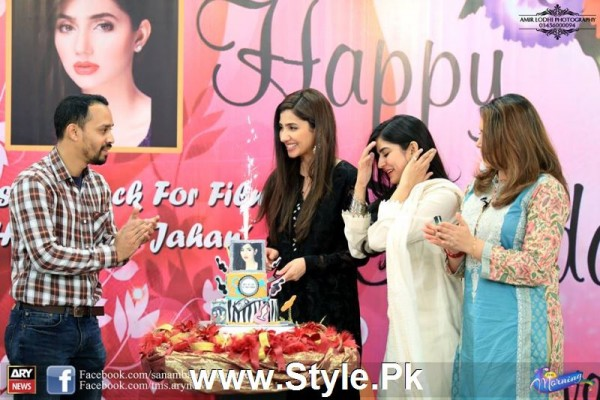 Mahira Khan celebrated her advance birthday in The morning Show (5)