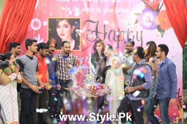 Mahira Khan celebrated her advance birthday in The morning Show (7)