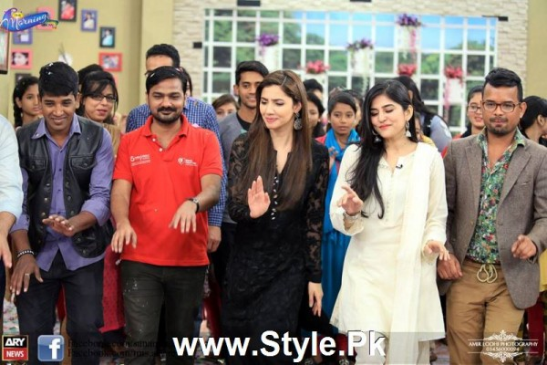 Mahira Khan celebrated her advance birthday in The morning Show (8)