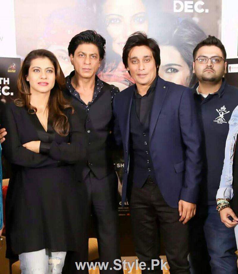 See SRK and Kajol in Subah Saveray Samaa K sath