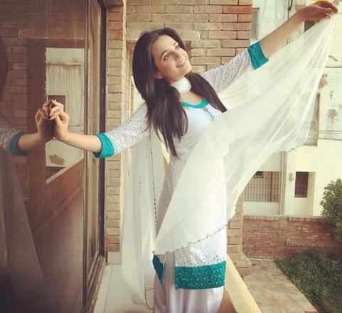 Sumbal Iqbal actress