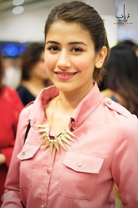 Syra Shehroz hot