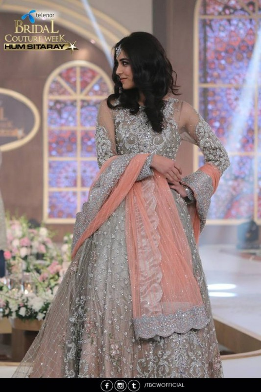 The beautiful couple Maya Ali and Osman Khalid Butt romanced on ramp (4)