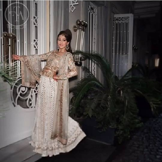 Ainy Jaffri's latest Photoshoot for Farah Talib Aziz (7)