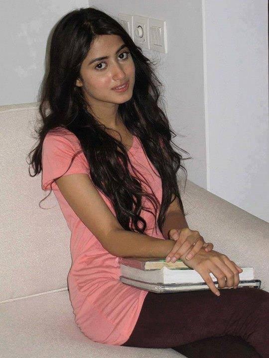 Casual Clicks of Pakistani Celebrities-sajal