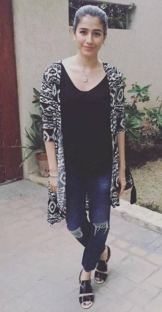 Casual Clicks of Pakistani Celebrities-syra