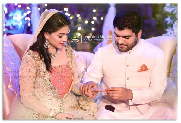 Exclusive pictures from Sanam Jung's Mehndi+Nikkah Ceremony (5)