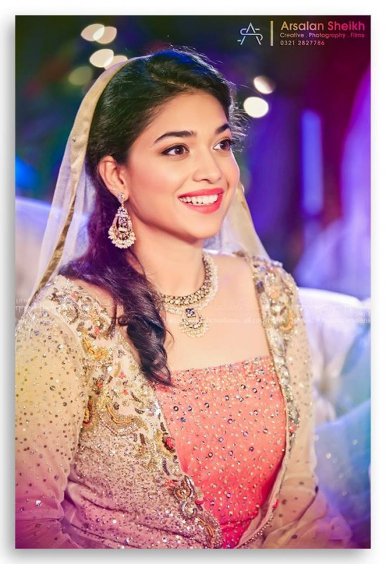 Exclusive pictures from Sanam Jung's Mehndi+Nikkah Ceremony (6)