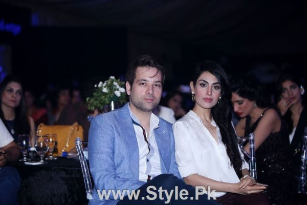 Pakistani Actors with their wives (10)