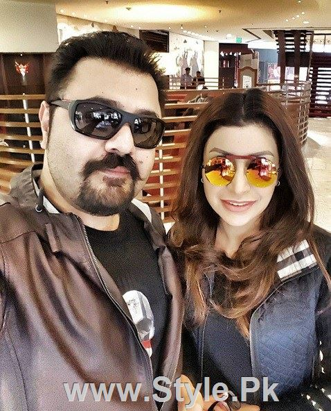 Pakistani Actors with their wives (6)