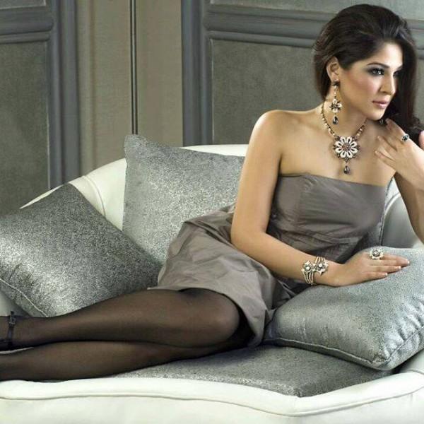 Pakistani Celebrities endorsing Afzal Jewelers (12)