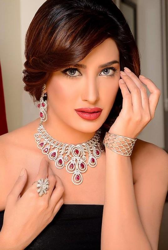 Pakistani Celebrities endorsing Afzal Jewelers (16)