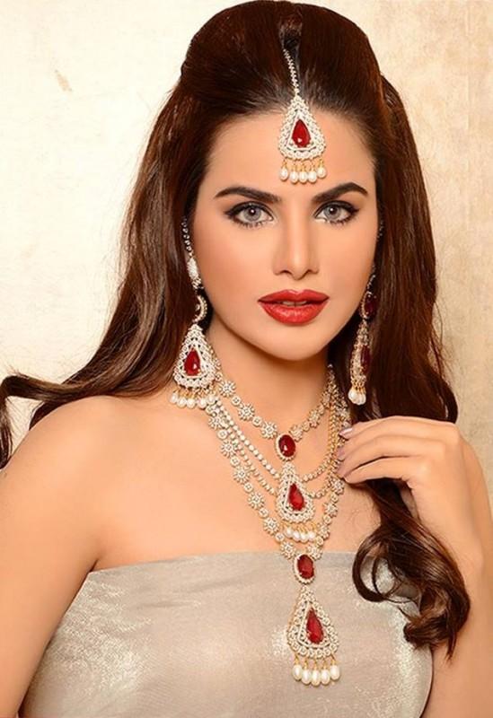 Pakistani Celebrities endorsing Afzal Jewelers (18)