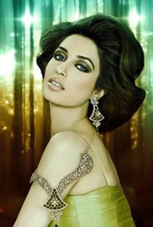 Pakistani Celebrities endorsing Afzal Jewelers (20)