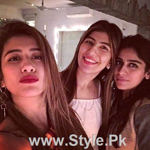 Pictures of Pakistani Celebrities on New year's Eve (8)