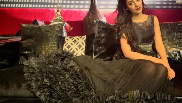 See Sanam Chauhdry during shooting of a romantic song in Lahore