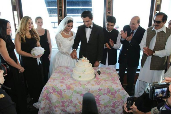 Veena Malik's White Wedding dress (4)