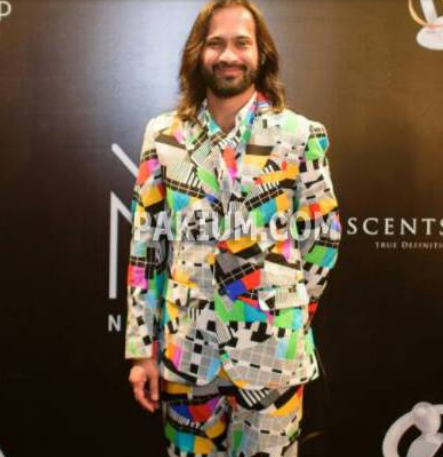 Waqar Zaka funny dress