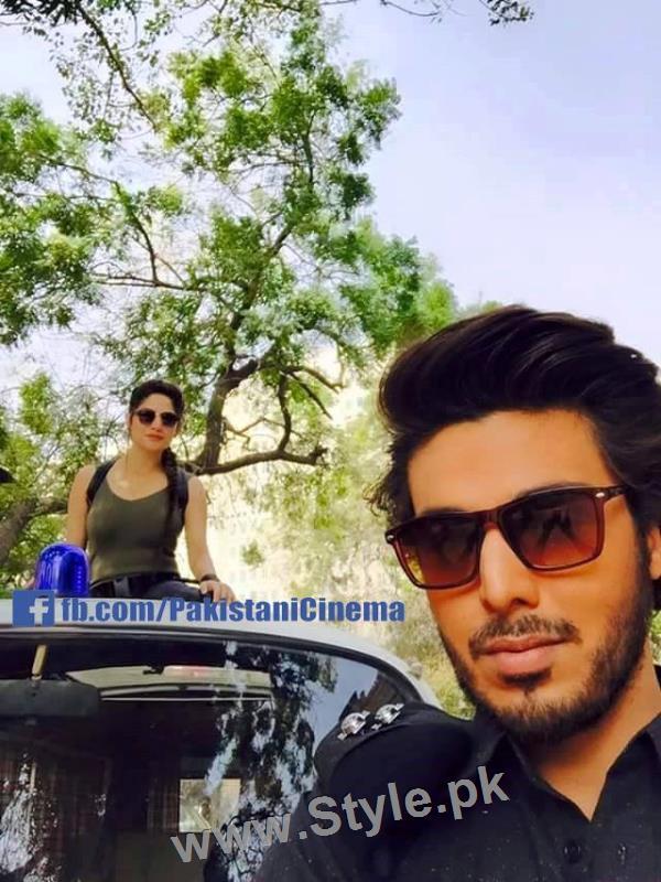 Ahsan Khan and Neelum Muneer during shooting of Chupan Chupayi (2)