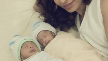 See Amna Ilyas with her twins nephews