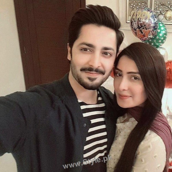 Danish Taimoor Celebrating birthday with family (3)