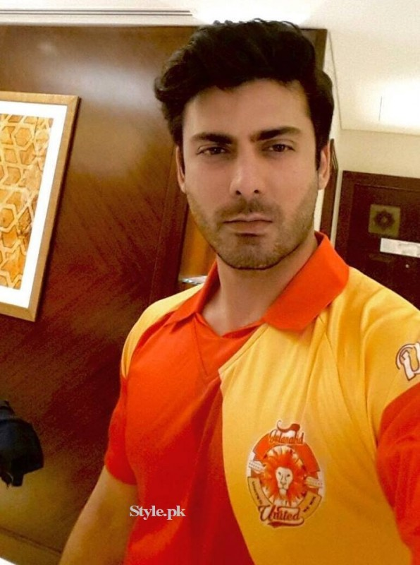 Fawad Khan with Family at PSL Opening Ceremony in Dubai (3)