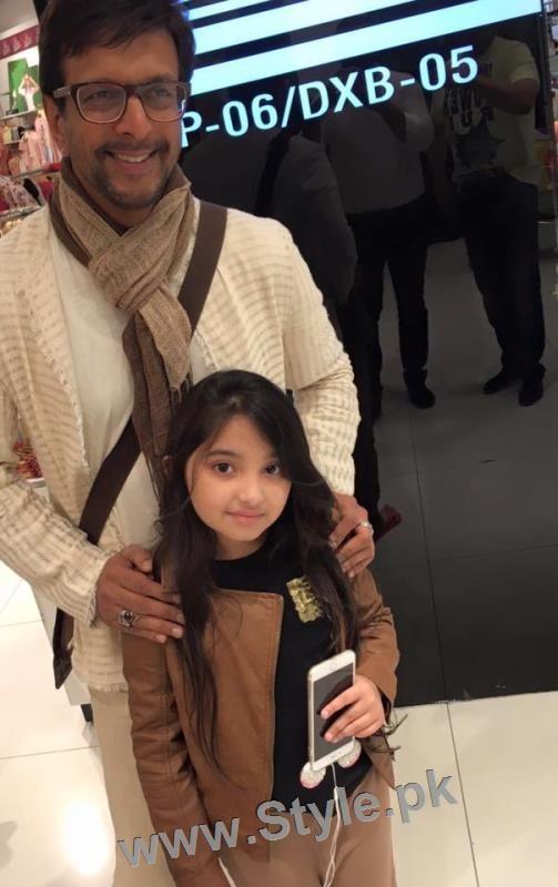 Javeria Saud's kids with Varun Dhawan and John Ibrahim (13)