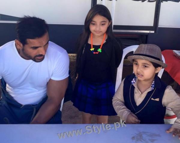 Javeria Saud's kids with Varun Dhawan and John Ibrahim (9)