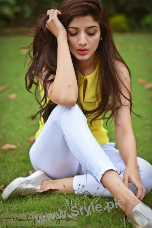 latest clicks of mawra hocane