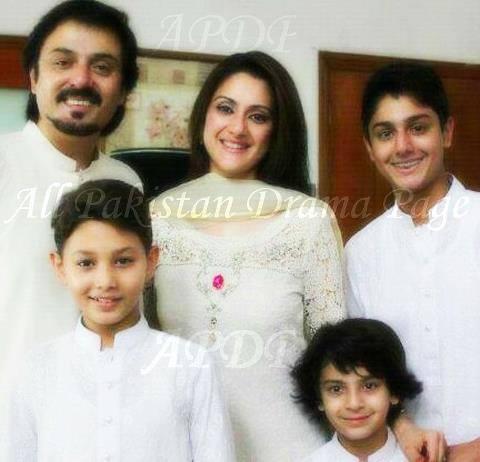 Noman Ijaz family pics