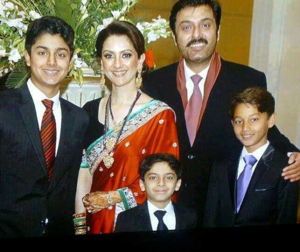 Noman Ijaz family picture