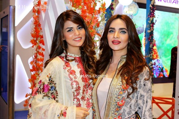 Pakistani Celebrities at the Launch of Gul Ahmed (11)