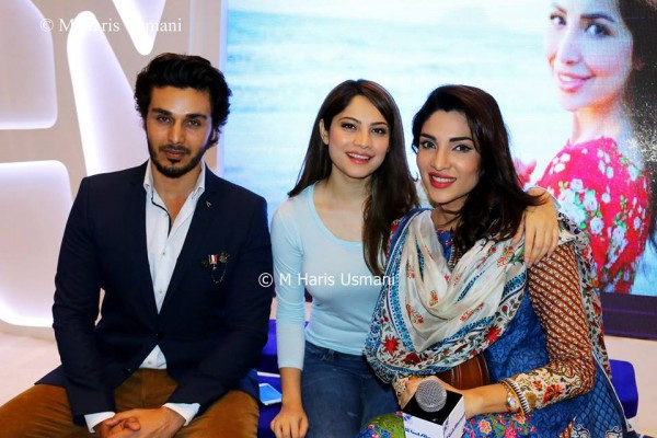 Pakistani Celebrities at the Launch of Gul Ahmed (12)