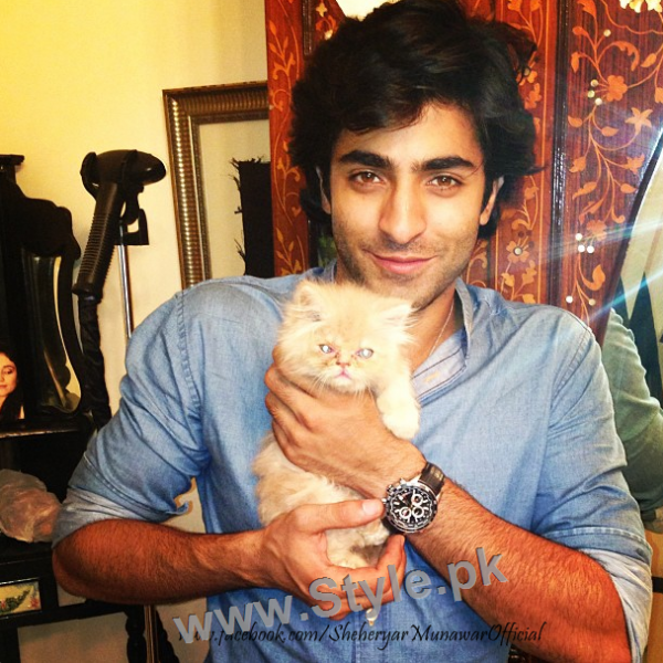 Pictures of Pakistani Celebrities with their pets (1)