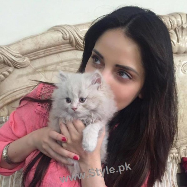Pictures of Pakistani Celebrities with their pets (2)
